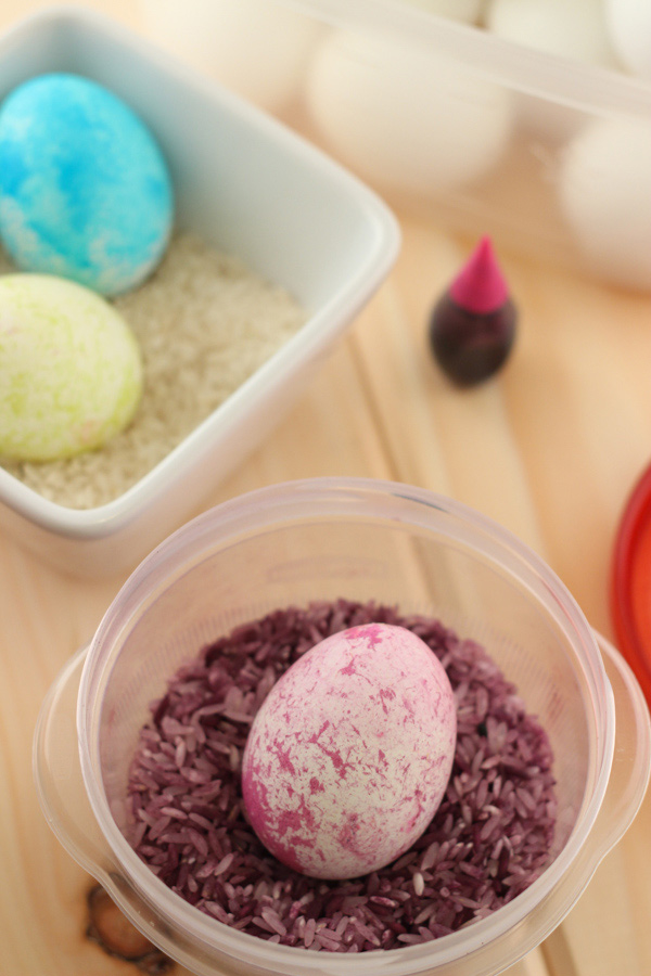 Rice-Coloring-Eggs