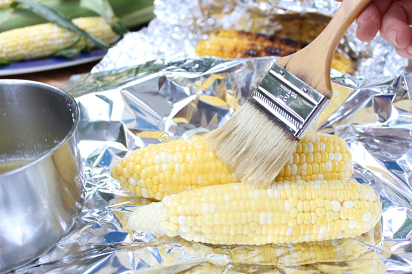 Brushing-Corn-with-Butter
